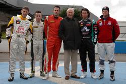 Jack Sears met de deelnemers aan de Jack Sears trophy