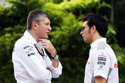 Nick Fry, Mercedes AMG F1 Director Ejecutivo con Sergio Pérez, McLaren