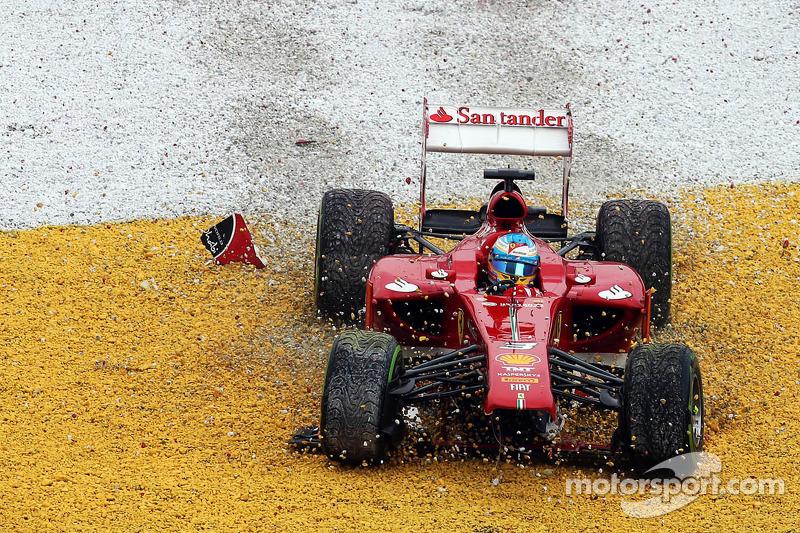 Fernando Alonso, Ferrari F138 choca y queda fuera de la carrera en la vuelta 2