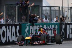Ganador de la carrera Sebastian Vettel, Red Bull Racing RB9 celebra el final de la carrera