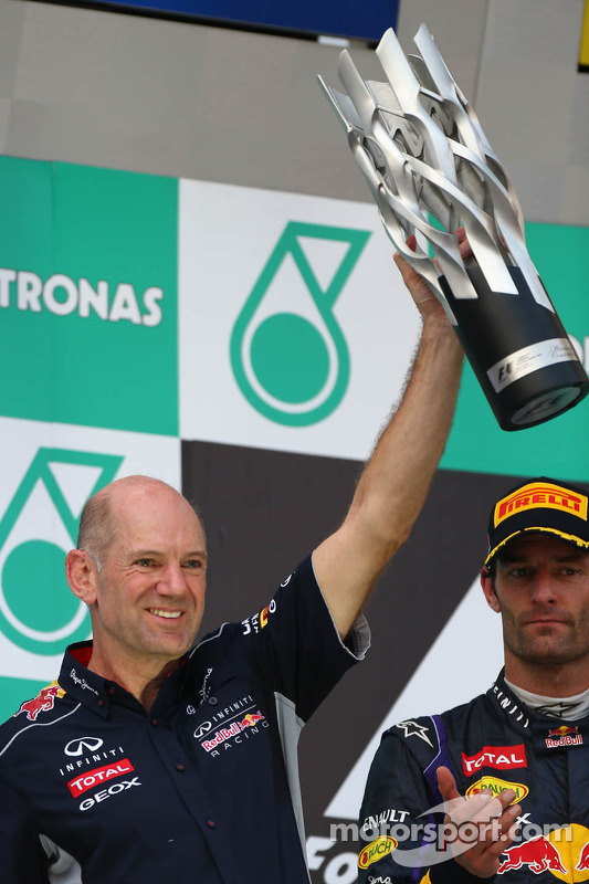 pódio: Adrian Newey, Red Bull Racing Chief Technical Officer e segundo colocado Mark Webber, Red Bul