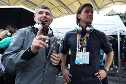 Nick Fry, Mercedes AMG F1 Chief Executive Officer with Josh Hartnett, Actor, on the grid