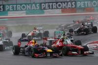 Mark Webber, Red Bull Racing RB9 and Felipe Massa, Ferrari F138 at the start of the race