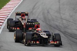 Romain Grosjean, Lotus F1 E21 leads team mate Kimi Raikkonen, Lotus F1 E21