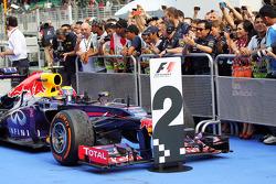 Segundo lugar, Mark Webber, Red Bull Racing RB9 en el parc ferme