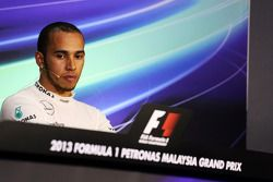 O terceiro colocado Lewis Hamilton, Mercedes AMG F1 na coletiva da FIA