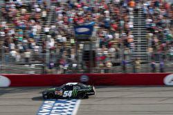 Kyle Busch, Joe Gibbs Racing Toyota pakt de overwinning