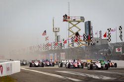 Salida: Will Power, del Team Penske Chevrolet lidera el campo
