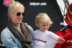 Susie Wheldon en zoon Sebastian