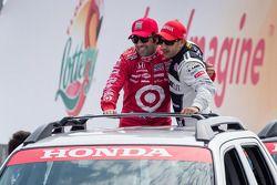 Dario Franchitti, Target Chip Ganassi Racing Honda and Tony Kanaan, KV Racing Technology Chevrolet