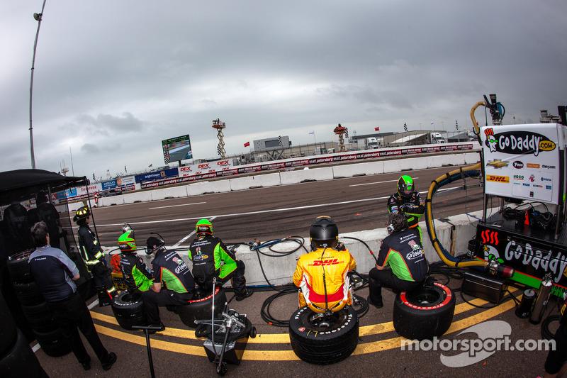 Sfeer in de pits bij James Hinchcliffe, Andretti Autosport Chevrolet een paar ronden voor de finish