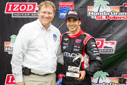 Podium: second place Helio Castroneves, Team Penske Chevrolet with Bill Foster, Mayor of St. Petersb