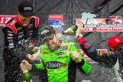 Podium: champagne for James Hinchcliffe, Andretti Autosport Chevrolet, Helio Castroneves, Team Pensk