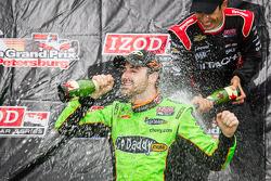 Podium: champagne for James Hinchcliffe, Andretti Autosport Chevrolet