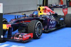 Ganador de la carrera Sebastian Vettel, Red Bull Racing RB9 celebra en parc ferme