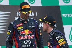 Podio: ganador de la carrera Sebastian Vettel, Red Bull Racing, segundo lugar Mark Webber, Red Bull