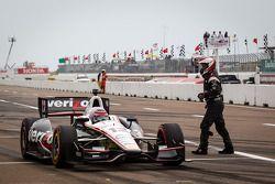Parada de pits para Will Power, del Team Penske Chevrolet