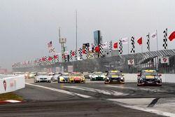 Start of the Pirelli World Challenge race #2