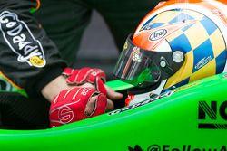 Victory circle: racewinnaar James Hinchcliffe, Andretti Autosport Chevrolet
