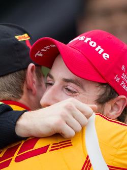 Victory circle: race winner James Hinchcliffe, Andretti Autosport Chevrolet gets a hug from Ryan Hun