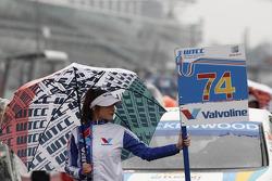 Grid girl of Pepe Oriola, Tuenti Racing Team SEAT Leon WTCC