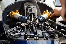 Suspension detalhe no carro de Simona de Silvestro, KV Racing Technology Chevrolet