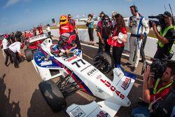 O vencedor Jack Hawksworth, Schmidt Peterson Motorsports comemora
