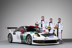 Йорг Бергмайстер, Тимо Бернхард и Патрик Пиле. Презентация Porsche 911 RSR, студийная фотосессия.
