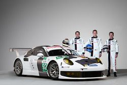 Марк Либ, Ромен Дюма и Рихард Лиц. Презентация Porsche 911 RSR, студийная фотосессия.
