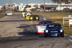#111 1971 Porsche 911 RSR: Bruce Ellsworth, Cody Ellsworth