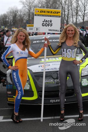 RCIB Insurance Racing Grid Girls bij Jack Goff