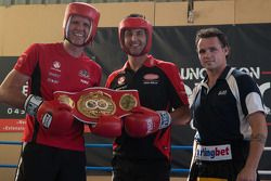 World Middleweight Boxing Champion Daniel Geale geeft tips aan rijders Garth Tander en Fabian Coutha