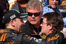 Victory lane: racewinnaar Max Angelelli en Wayne Taylor