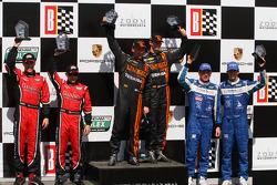 Pós-corrida: os vencedores Max Angelelli e Jordan Taylor; segundos colocados Alex Gurney e Jon Fogar
