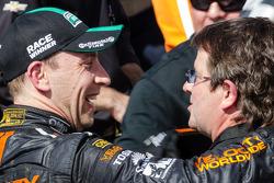 Pós-corrida: o vencedor Max Angelelli e Wayne Taylor