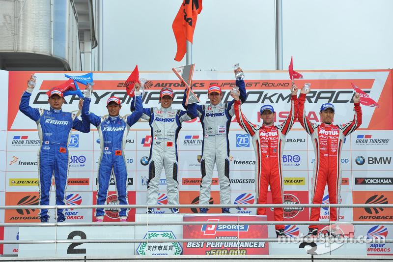 GT500 Pódio: vencedores Takuya Izawa, Takashi Kogure, segunda posição Toshihiro Kaneishi, Koudai Tsu