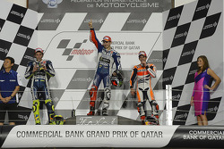 Подіум: друге місце Валентино Россі, Yamaha Factory Racing, переможець гонки Хорхе Лоренсо, Yamaha Factory Racing, третє місце Марк Маркес, Repsol Honda Team