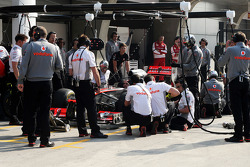 McLaren practice pit stops