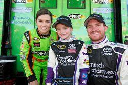 Danica Patrick, Stewart-Haas Racing Chevrolet e Brian Vickers, Joe Gibbs Toyota
