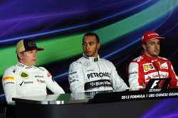 Lewis Hamilton, Mercedes AMG F1; Fernando Alonso, Ferrari