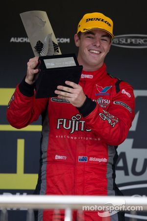 Scott McLaughlin de Garry Rogers Motorsport vencedor de corrida 1