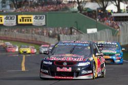 Jamie Whincup van Red Bull Racing Australia wint race 2