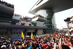 Fernando Alonso, Ferrari et Lewis Hamilton, Mercedes AMG F1