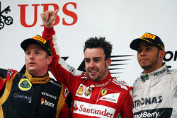 The podium, Lotus F1 Team, second; Fernando Alonso, Ferrari, race winner; Lewis Hamilton, Mercedes A