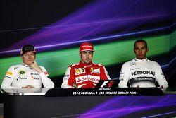 Fernando Alonso et Lewis Hamilton, avec leur concurrent de chez Lotus