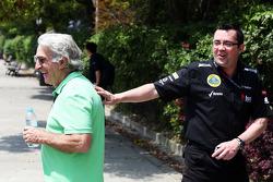 Tom Shine, empresário de pilotos com Eric Boullier, chefe da equipe Lotus