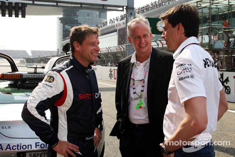 Bernd Maylander, Bestuurder FIA Safety Car en Toto Wolff, Aandeelhouder en directeur Mercedes AMG F1