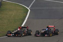Romain Grosjean, Lotus F1 E21 et Daniel Ricciardo, Scuderia Toro Rosso STR8