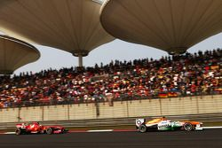 Paul di Resta, Sahara Force India VJM06 et Felipe Massa, Ferrari F138