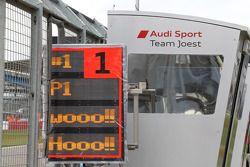El equipo Audi Sport Joest festeja la victoria.